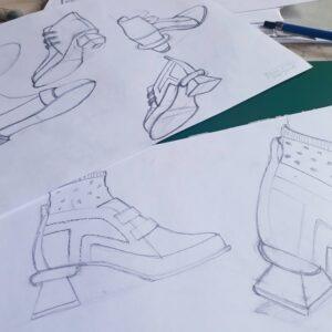 """Diseño de calzado: Boceto rápido para búsqueda de alternativas morfológicas de herrajes y tacos, sobre una molderia base """"prusiana""""."""